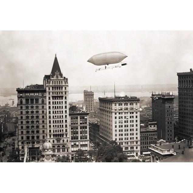 Lincoln Beachey'S Airship. /Nlincoln Beachey Sailing Over New York, C1914.