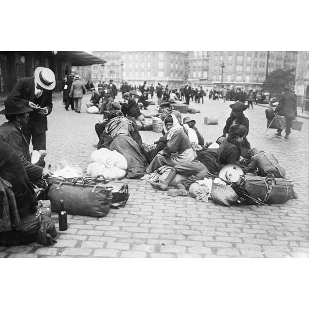 Wwi: Refugees, C1914. /Nrefugees Outside Of The Paris-Gare De Lyon Railway