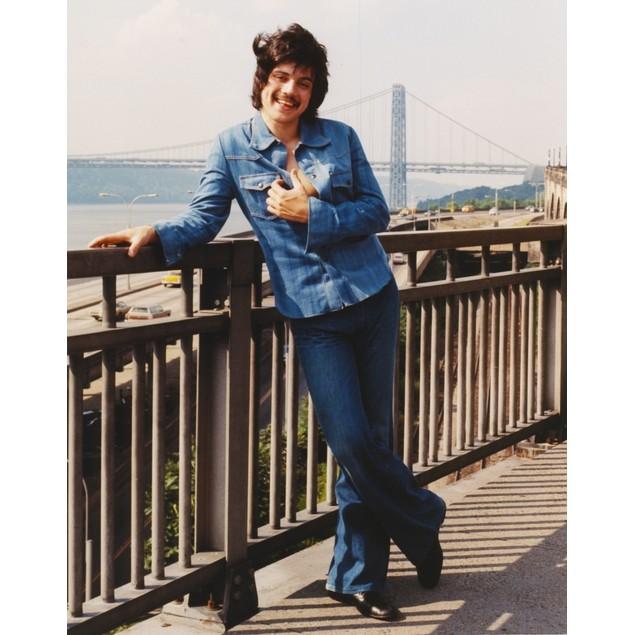 Freddie Prinze in Long Sleeves Jeans Portrait Poster