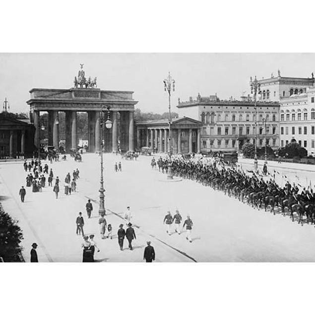 Pariser Platz and Brandenburger Thor (Paris Place and Brandenburg Gate); Pe