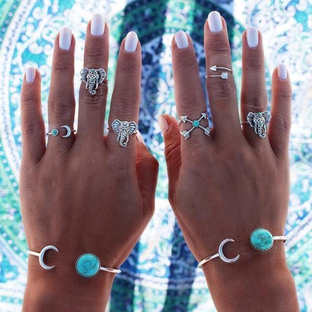 Women Vintage Style Moon Bangle Bracelet