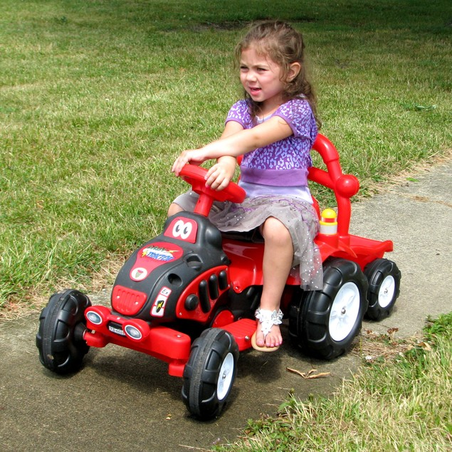 Lil' Rider The King Tractor & Trailer - Battery Powered