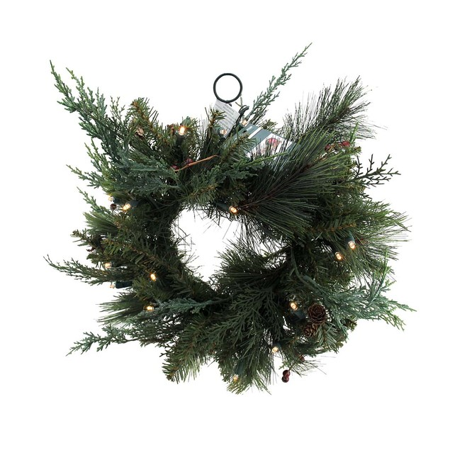 136 Foliage Tips Pre-Lit Holiday Wreath W/Red Christmas Decor