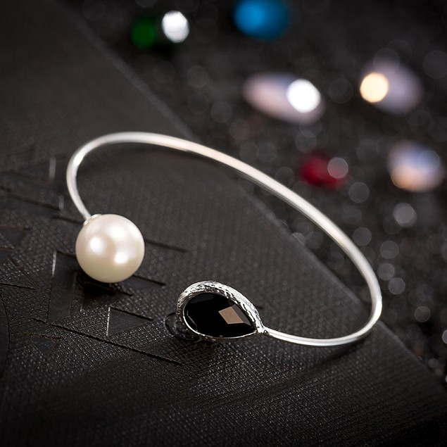 White Gold Plated Onyx Gem & Pearl Open Ended Bangle