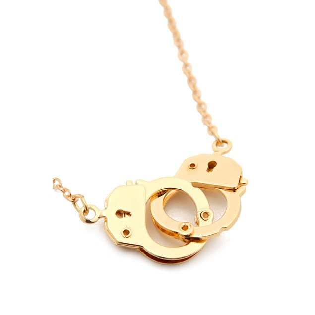 Handcuff Necklace Gold: Trendy Handcuff Necklace