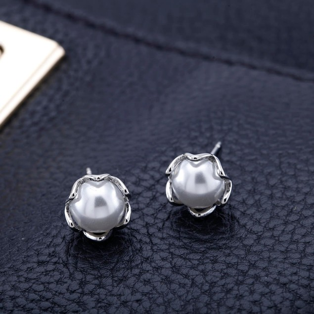 18k White Gold Plated Pearl Round Studs
