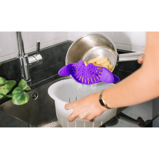 Hands-Free Easy Clip On Strainer